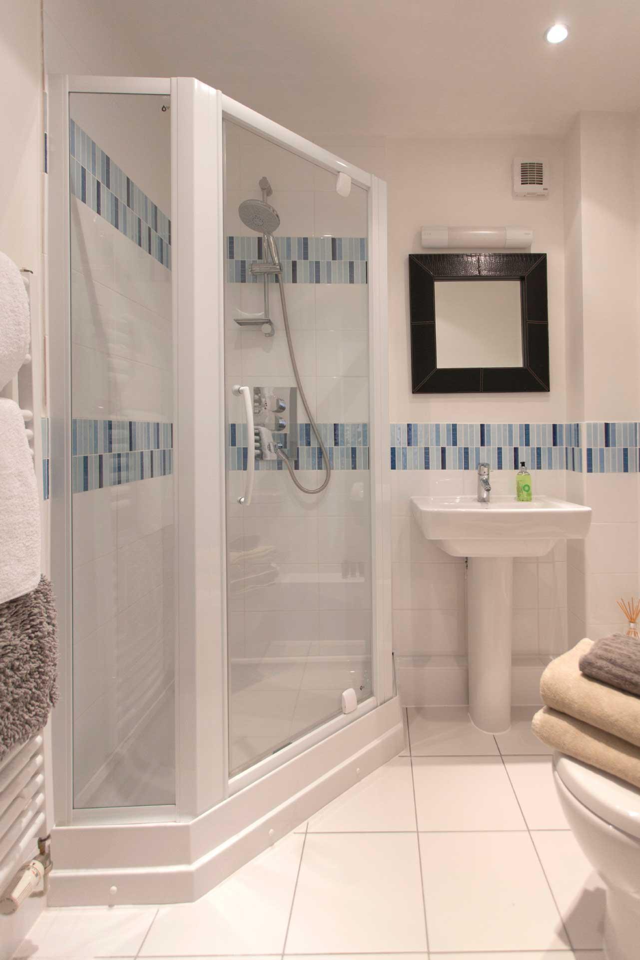 Howells-Mere-3-Lower-Mill-Estate-Rentals-Bathroom-1a