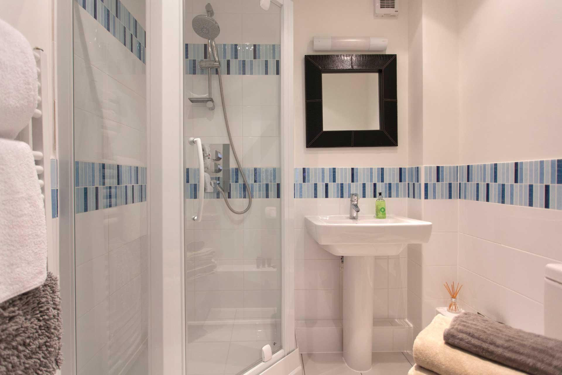 Howells-Mere-3-Lower-Mill-Estate-Rentals-Bathroom-2a