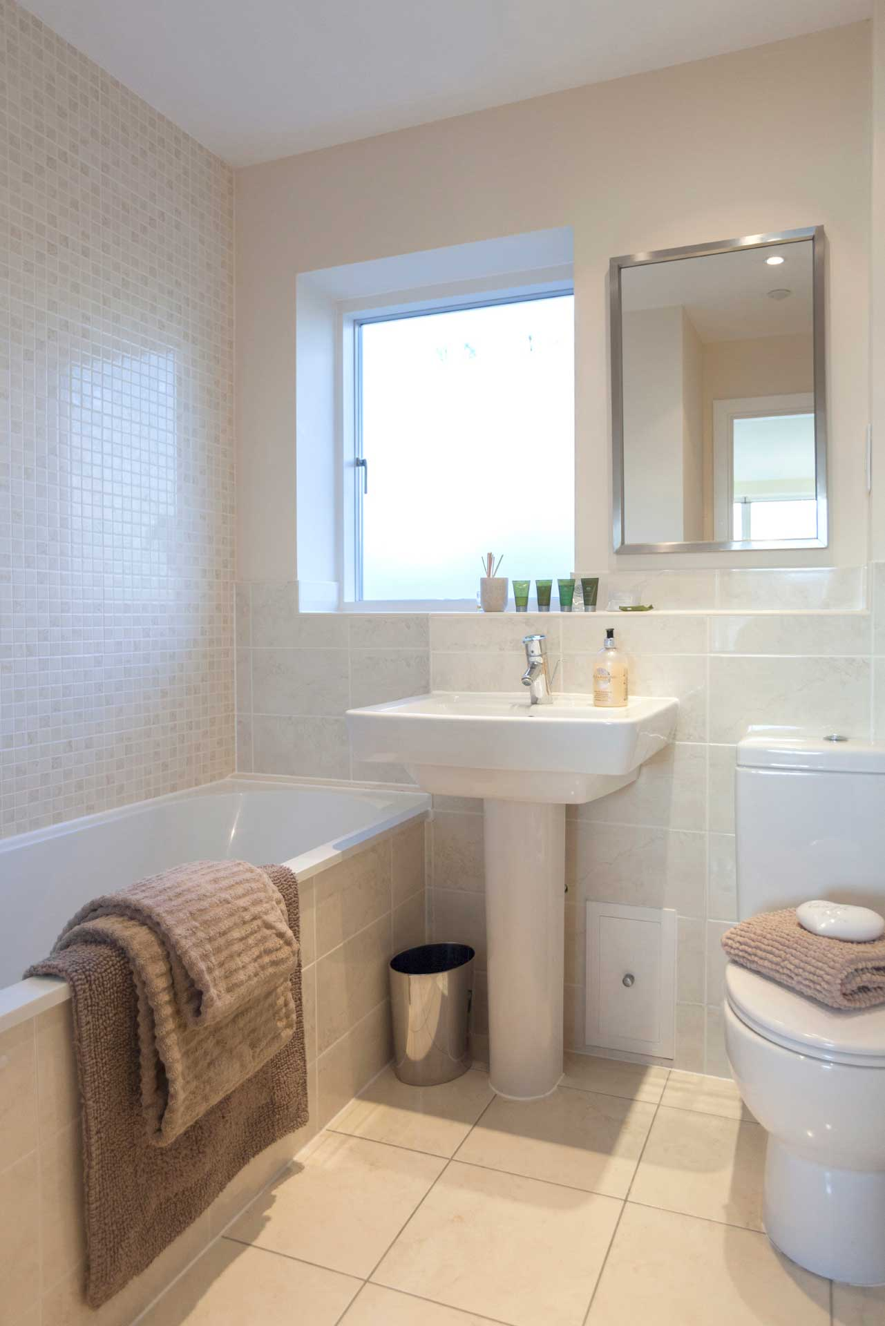 Howells-Mere-3-Lower-Mill-Estate-Rentals-Bathroom-3a