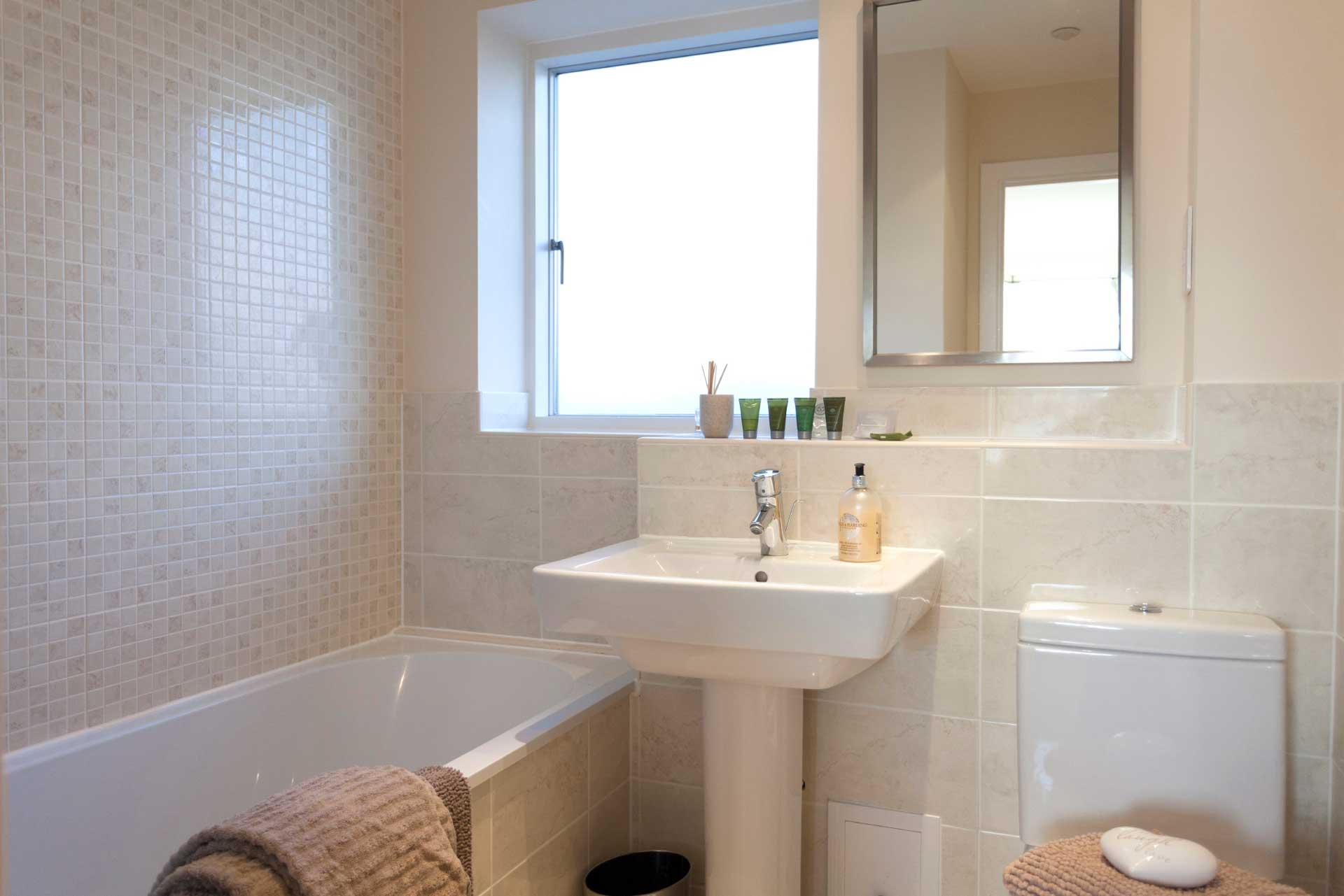 Howells-Mere-3-Lower-Mill-Estate-Rentals-Bathroom-4a