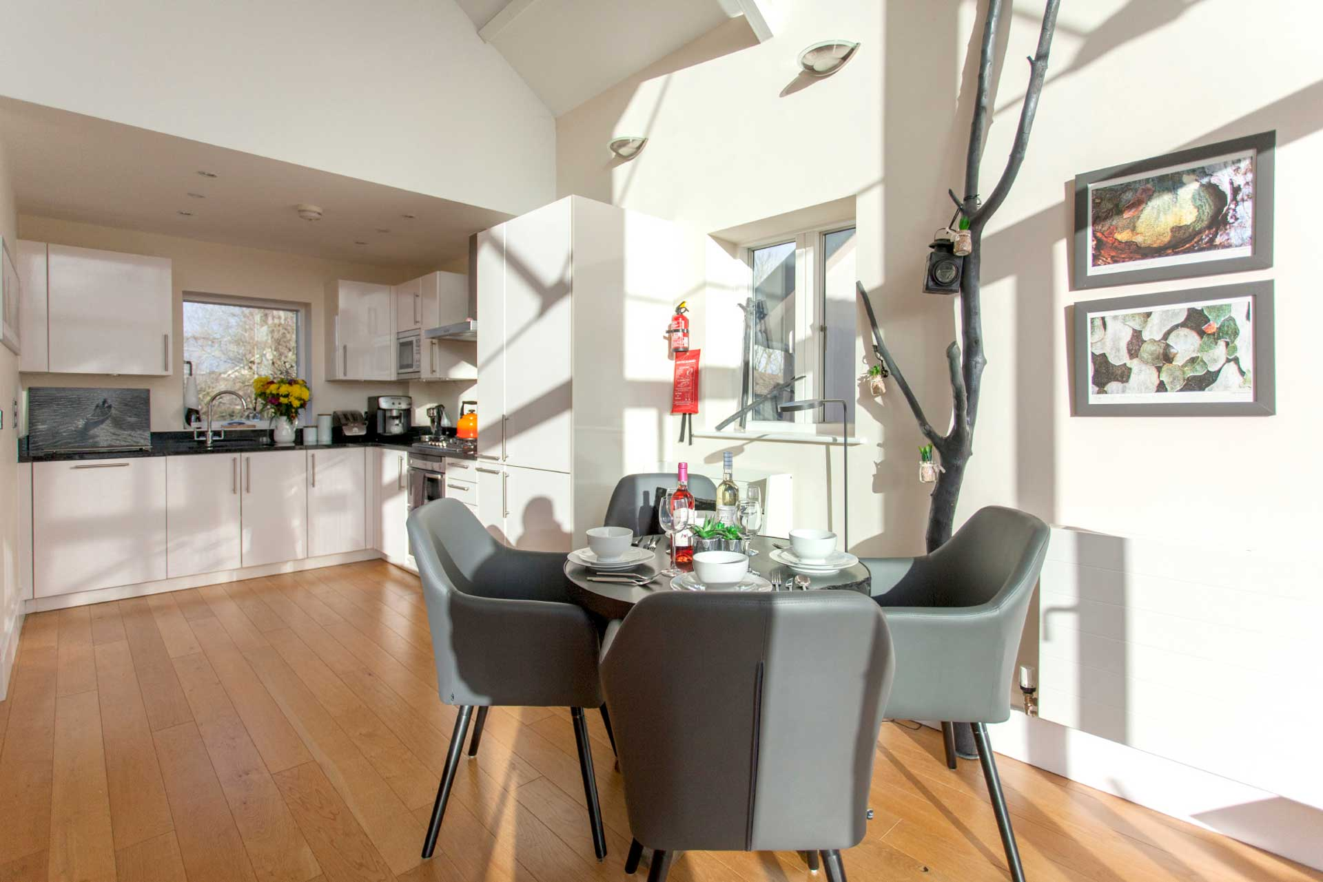 Howells-Mere-3-Lower-Mill-Estate-Rentals-Dining-Area-1a