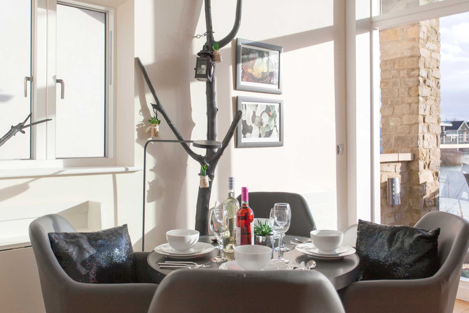 Howells-Mere-3-Lower-Mill-Estate-Rentals-Dining-Area-2a