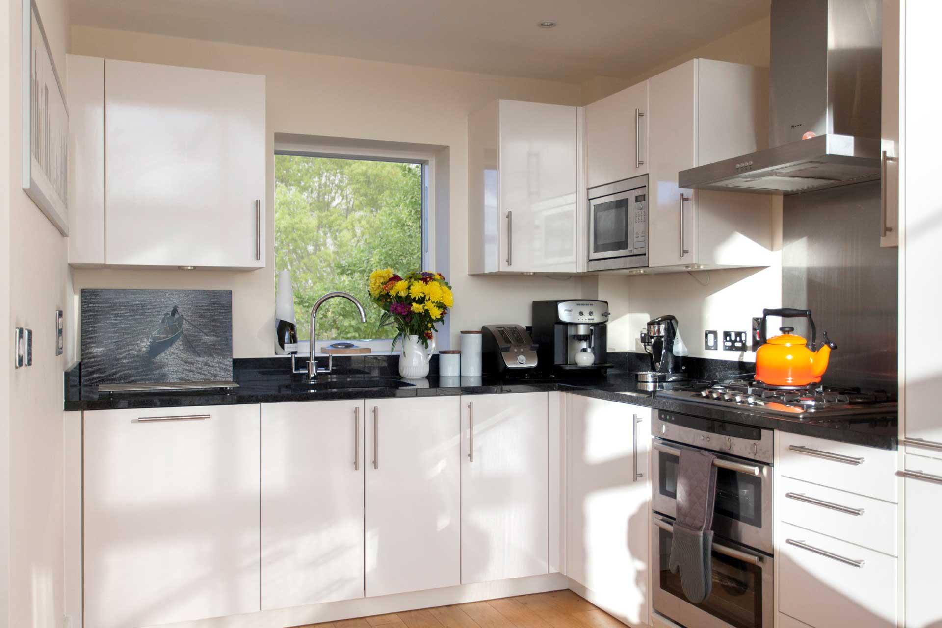 Howells-Mere-3-Lower-Mill-Estate-Rentals-Kitchen-1a