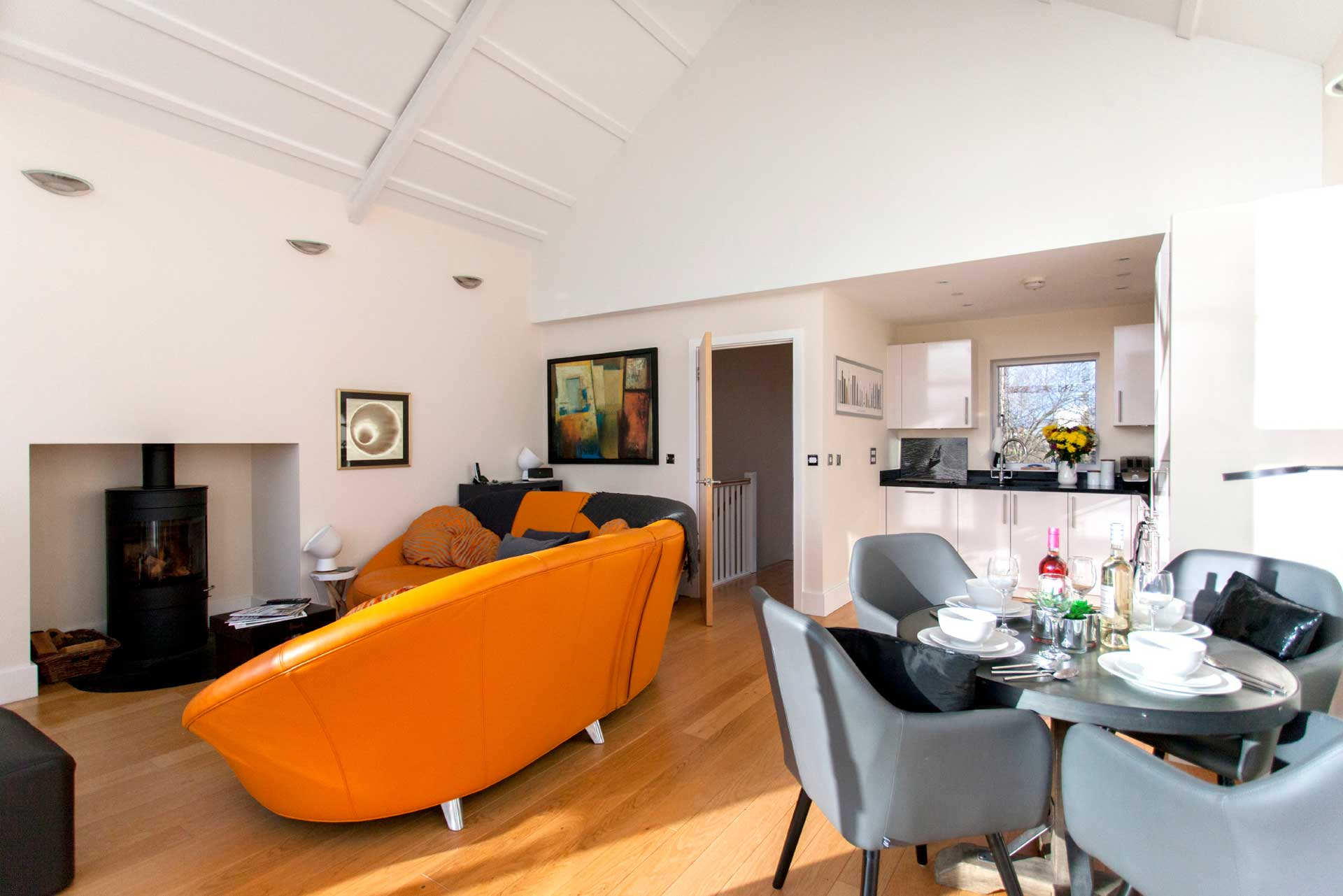 Howells-Mere-3-Lower-Mill-Estate-Rentals-Living-Area-3a