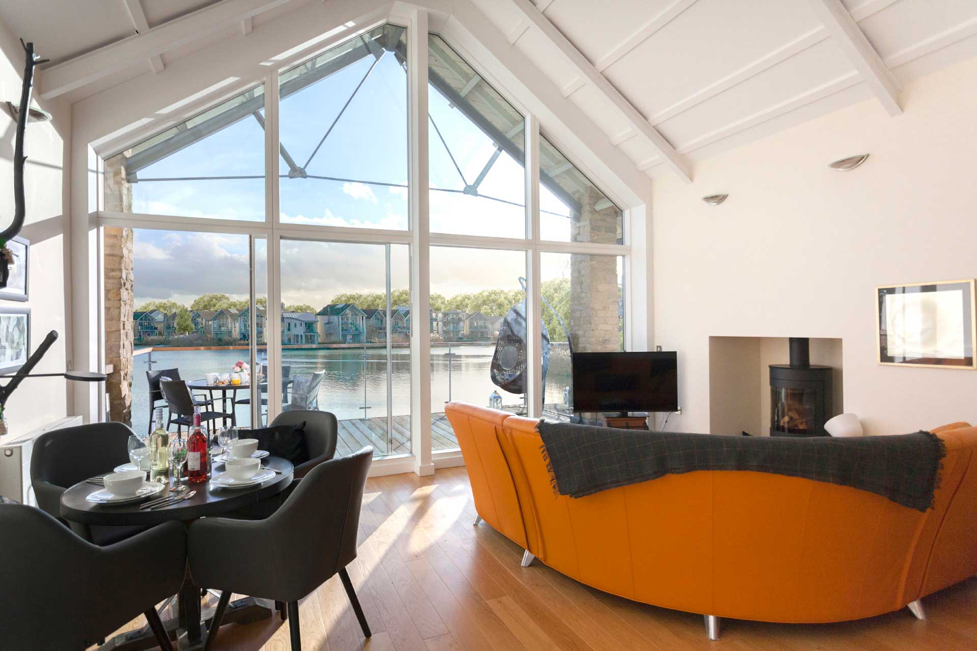 Howells-Mere-3-Lower-Mill-Estate-Rentals-Living-Area-4a