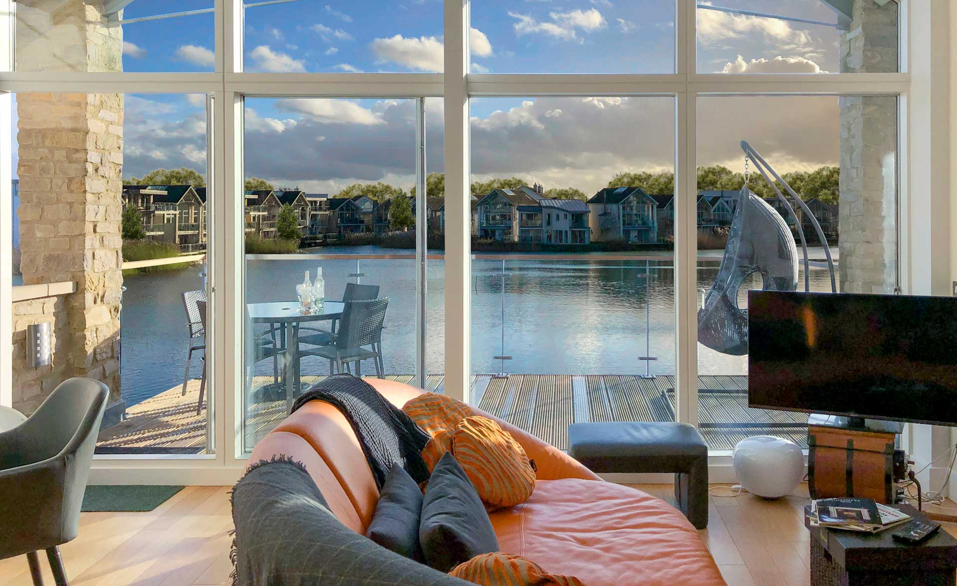 Howells-Mere-3-Lower-Mill-Estate-Rentals-Living-Area-View-1a