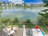 howells-mere-94-cotswolds-spa-holidaysdeck-top-view-1a